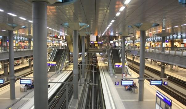 Картинки по запросу ночной вокзал Берлина